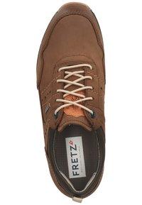 Fretz Men - Sznurowane obuwie sportowe - espresso - 1