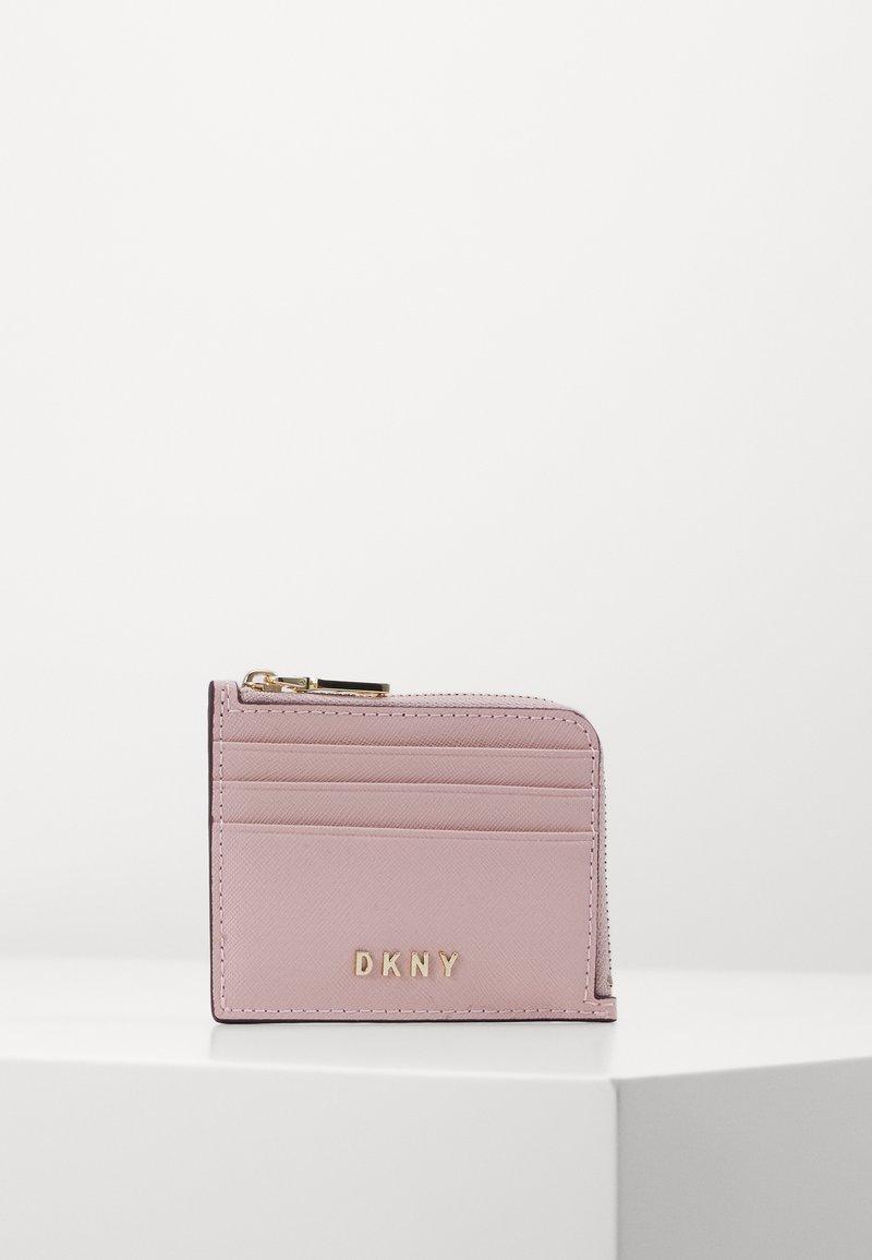 DKNY - MILA EW CARD HOLDER - Lommebok - light pink
