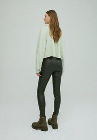 EDITED - LEGGINGS TERESA - Leggings - Trousers - grün - 2