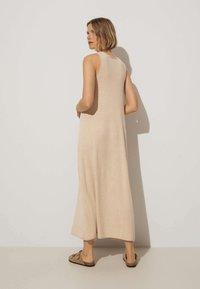 OYSHO - Pletené šaty - beige - 1