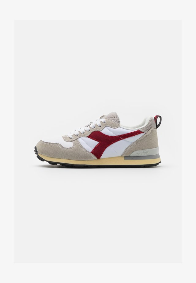 USED - Sneakers laag - white/tango red