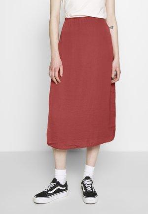 CHASE MIDI SKIRT - Pouzdrová sukně - rust