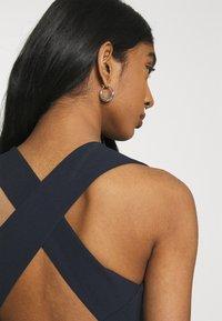 Missguided - CROSS BACK BRIDESMAID DRESS - Robe en jersey - navy - 4