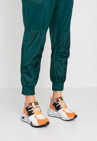Steve Madden - CLIFF - Sneakers - orange - 0