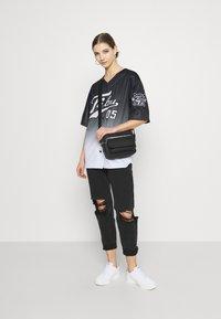 FUBU - VARSITY BASEBALL - Print T-shirt - black - 1