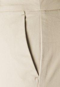 Marks & Spencer London - CHINO - Shorts - camel - 5