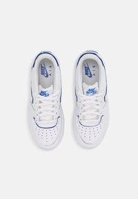 Nike Sportswear - AF1/1 BG UNISEX - Baskets basses - white/royal blue - 3