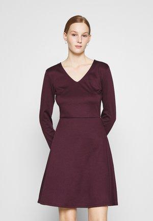 VITINNY  DOLL DRESS - Žerzejové šaty - winetasting