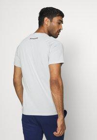 Tommy Hilfiger - CHEST LOGO - T-shirt - bas - grey - 2