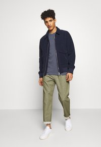 CLOSED - BOSTON RELAXED - Trousers - soft khaki - 1