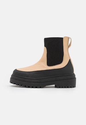 SLFASTA CHUNKY CHELSEA BOOT - Platform ankle boots - sandshell