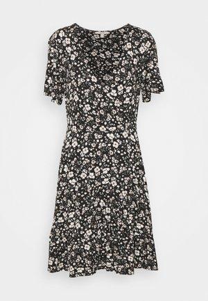 FRILLS - Žerzejové šaty - black