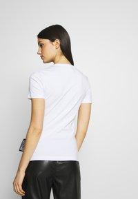 Versace Jeans Couture - Triko spotiskem - white/gold - 2