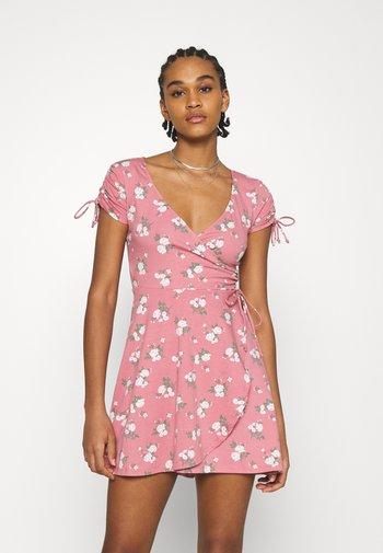 DRESS - Žerzejové šaty - canyon