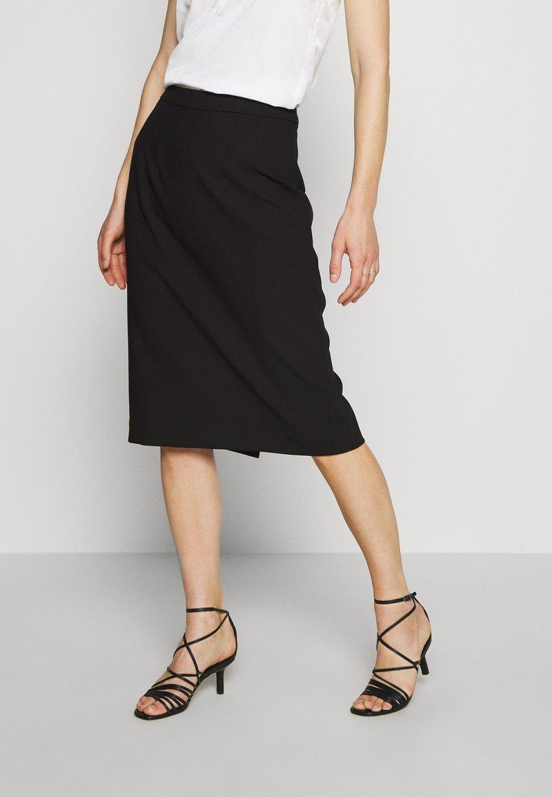 IVY & OAK - PENCIL SKIRT - Pouzdrová sukně - black