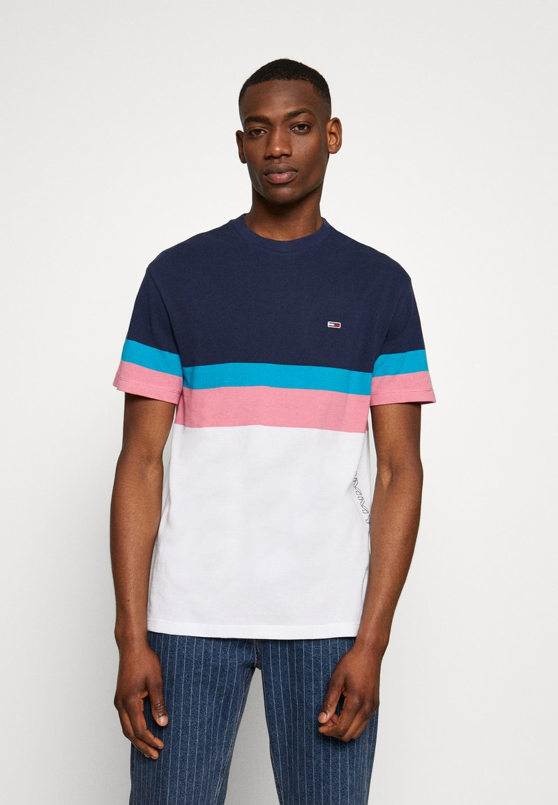 Tommy Jeans - GRAPHIC COLORBLOCK TEE - Print T-shirt - twilight navy