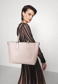 MICHAEL Michael Kors - KIMBERLY 3 IN 1 TOTE SET - Handbag - soft pink - 0