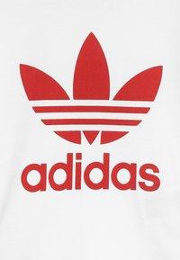 adidas Originals - TEE SET UNISEX - Shorts - white/scarlet - 5