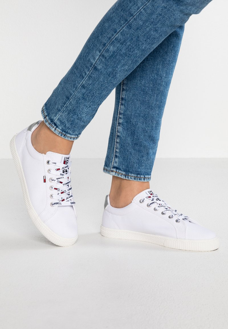Tommy Jeans - CASUAL - Sneakers laag - white