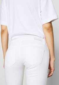 ONLY - ONLCORAL - Jeans Skinny Fit - white - 4