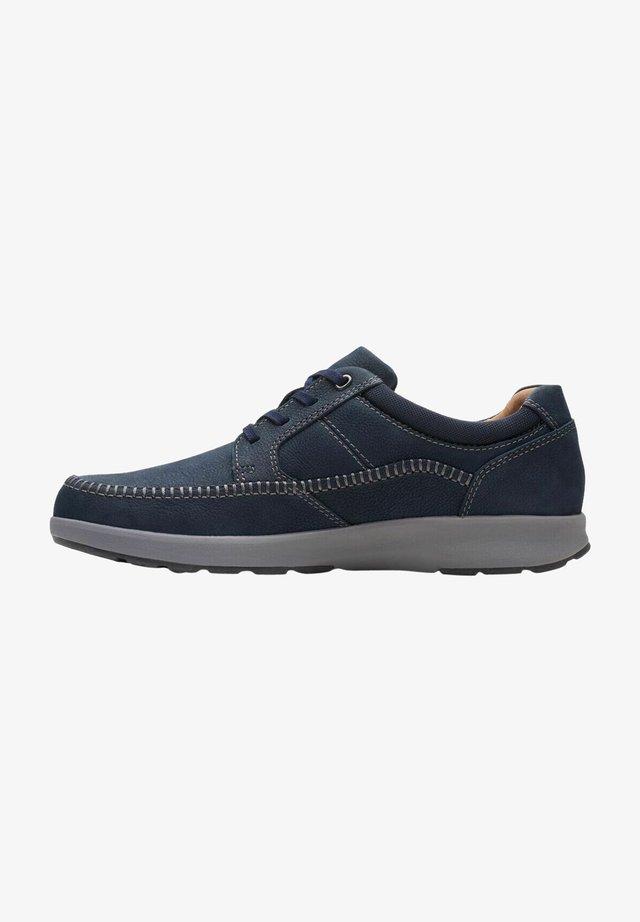 Sneakers laag - navy nubuck