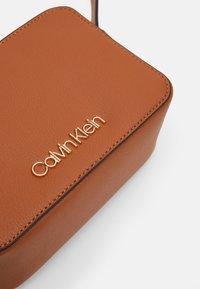 Calvin Klein - CAMERABAG - Borsa a tracolla - brown - 3