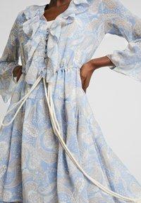 We are Kindred - AMALFI DRESS - Denní šaty - cornflower paisley - 5