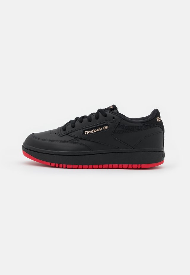 CARDI COATED CLUB C DOUBLE MID SNEAKER - Sneakersy niskie - core black/dynamic red/rose gold