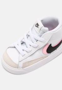 Nike Sportswear - BLAZER MID '77 - Baskets montantes - white/black/arctic punch - 4