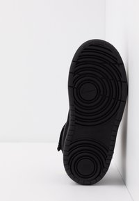 Nike Sportswear - COURT BOROUGH MID WINTERIZED  - Lær-at-gå-sko - black/white - 5