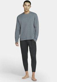 Nike Performance - DRY CREW RESTORE - Sweatshirt - iron grey/heather/black - 1