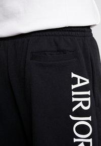 Jordan - JUMPMAN CLASSICS  - Teplákové kalhoty - black/white/gym red - 3