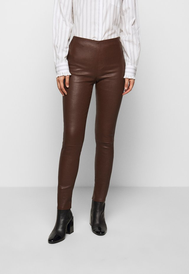 LENA  - Pantalon en cuir - brown