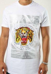 Ed Hardy - TILE-ROAR T-SHIRT - Print T-shirt - white - 1