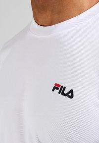 Fila - LOGO SMALL - Jednoduché triko - white - 3