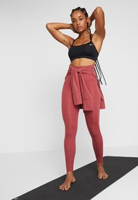 Nike Performance - W NK SCULPT LUX TGHT 7/8 - Tights - cedar/clear - 1