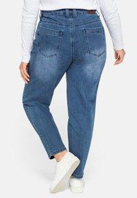 Sheego - Jeans baggy - blue denim - 2