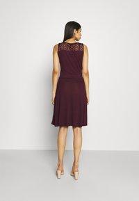 ONLY - ONLNEW NICOLE LIFE DRESS - Sukienka z dżerseju - fig - 2
