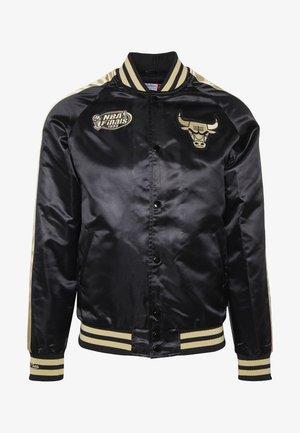 NBA CHICAGO BULLS COLOR BLOCKED JACKET - Klubové oblečení - black/gold