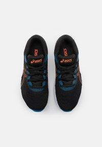 ASICS - GEL-EXCITE 8 UNISEX - Scarpe running neutre - black/marigold orange - 3