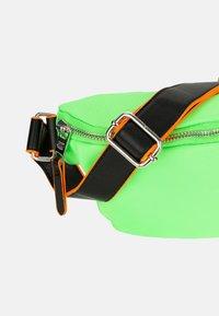 SURI FREY - LABEL FIVE - Bum bag - green/yellow - 6