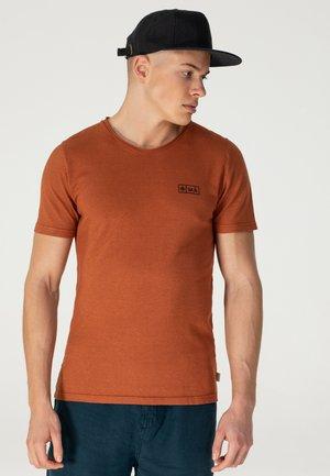 AJI - T-shirt print - burned sienna