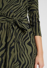 Expresso - STRONG - Jersey dress - olive - 5