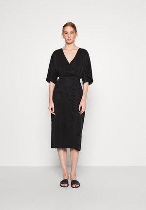 MOVE ON MIDI DRESS - Pouzdrové šaty - black