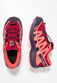 Salomon - XA PRO 3D  - Obuwie hikingowe - cerise/dubarry/peach amber - 1