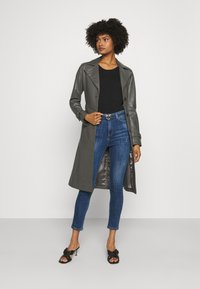 Pinko - SUSAN CROSS - Jeans Skinny Fit - mediu blue denim - 1