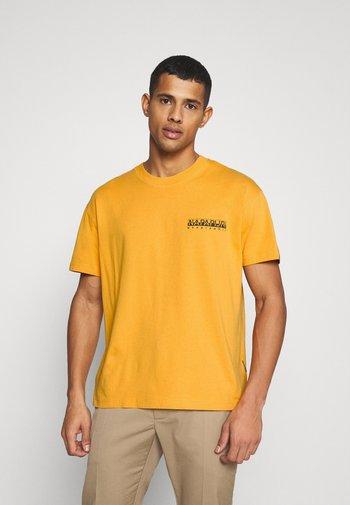 YOIK UNISEX - Print T-shirt - yellow solar