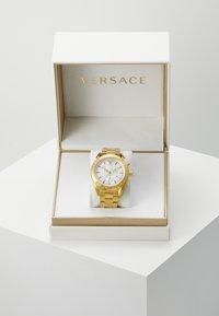 Versace Watches - V- CHRONO - Zegarek chronograficzny - gold-coloured - 2