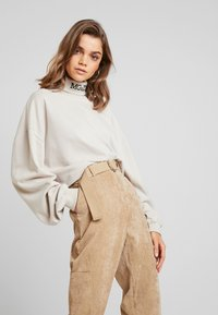 Missguided - PURPOSEFUL BELTED CUFF HIGH WAISTED TROUSERS - Bukse - sand - 3