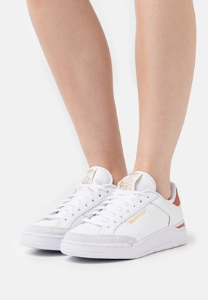 AD COURT - Trainers - white/baked earth
